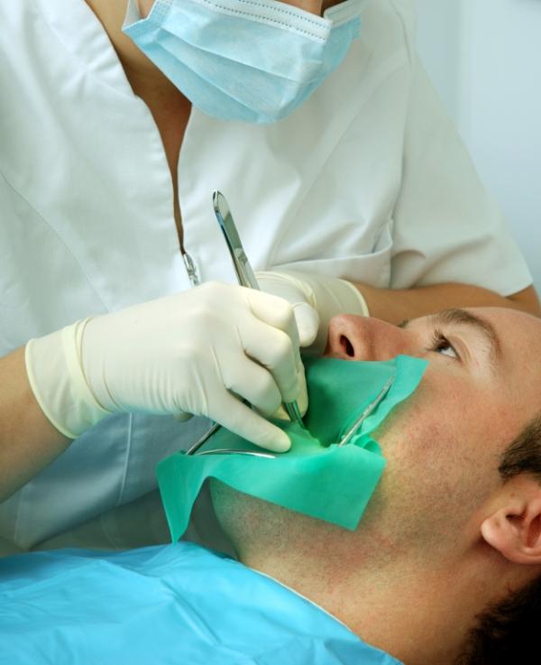 عصبکشی دندان چگونه انجام میشود