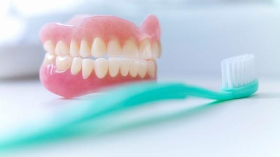 مراقبت صحیح از پروتزهای دندانی مصنوعی